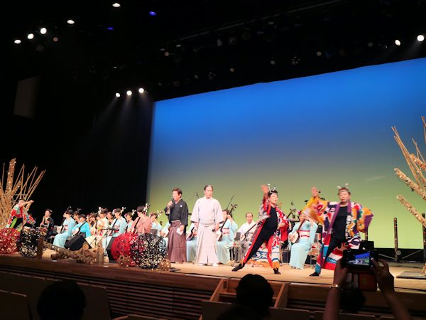 津軽三味線 忍弥さんと、奏楽の会・あらた会の方々による演奏